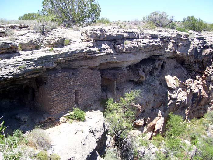 Cliff dwelling along the edge of Montezuma Well