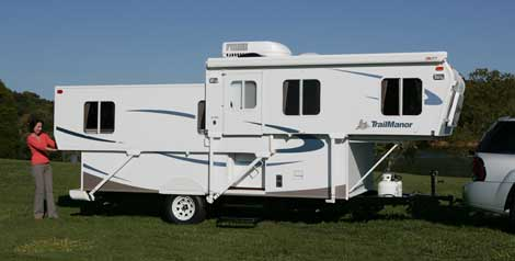 Small RV - Telescoping Travel Trailer by TrailManor