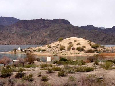 Hiking Three Dunes Trail to Lake Havasu